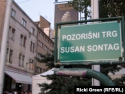 The square in front of the Bosnian National Theater is named after Sontag.