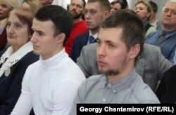 Валерий Круподерщиков (справа) во время вынесения приговора в Петрозаводском городском суде, 18 марта 2019 года