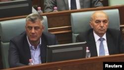 Hašim Tači i Isa Mustafa u Skupštini Kosova, 2015.