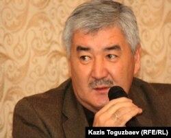 """Генеральный секретарь Общенациональной социал-демократической партии """"Азат"""" Амиржан Косанов. Алматы, 21 ноября 2011 года."""
