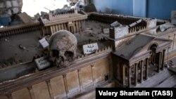 В одном из разрушенных залов Национального музея в исторической части города Пальмира. 2 апреля 2016 года.