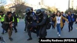 Паліцыя спыняе акцыю пратэсту апазыцыі ў Баку, 16 лютага 2020