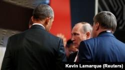 U.S. President Barack Obama (left) talks with Russian President Vladimir Putin at the APEC summit in Lima, Peru, on November 20.