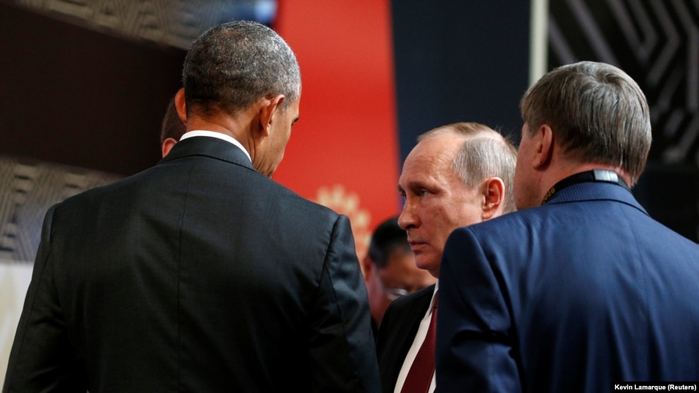 U.S. President Barack Obama (left) talks with Russian President Vladimir Putin at the APEC Economic Leaders' Meeting in Lima, Peru, on November 20.