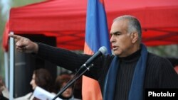 Armenia - Opposition leader Raffi Hovannisian addresses a rally in Yerevan's Liberty Square, 5Apr2013.