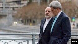 جان کری و محمد جواد ظریف در جریان گفتوگوهای اتمی در ژنو