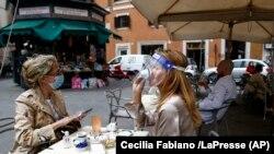 Уличное кафе в Риме