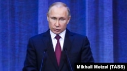 Vladimir Putin patrirax Kirillin taxta oturmasının 10-cu ildönümünə həsr olunmuş tədbirdə çıxış edir