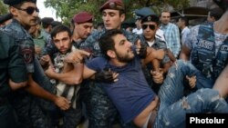 Armenia - Riot police detain No To Plunder activists during an unsanctioned demonstration on Yerevan's Marshal Bagramian Avenue, 1Sep2015.
