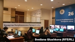 Пресс-центр ЦИК в Астане перед досрочными президентскими выборами 26 апреля. Иллюстративное фото.