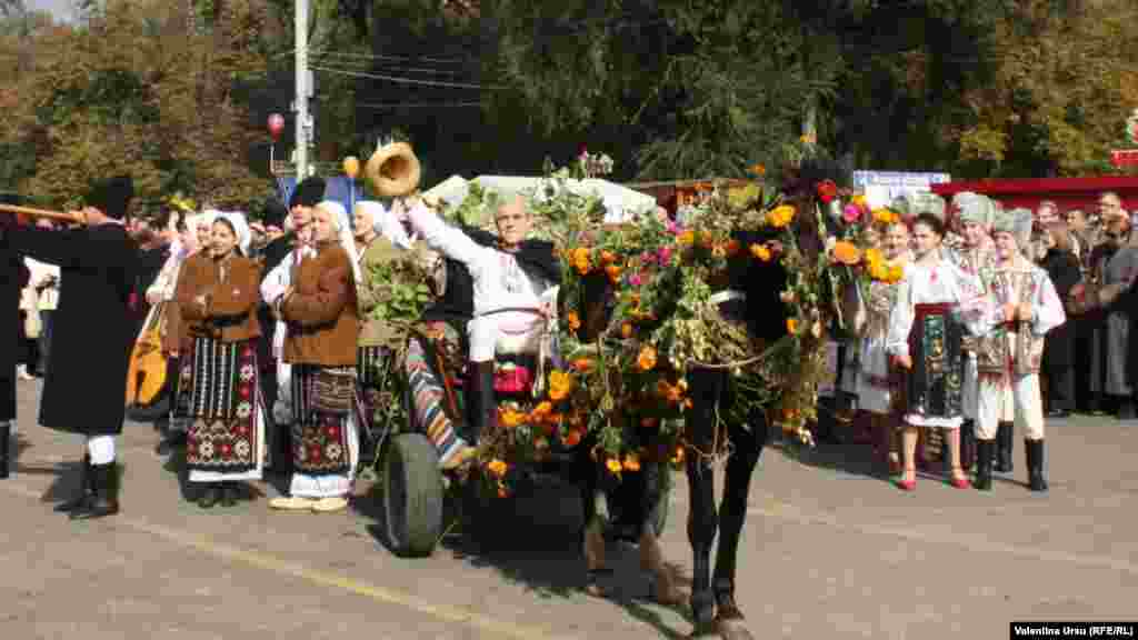 The wine festival brought horse carts to Chisinau's central square.