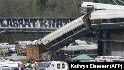 На місці аварії пасажирського поїзда у США, 18 грудня 2017 року
