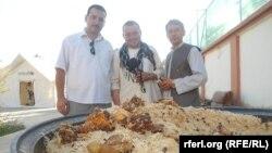 آرشیف، کنجدپلو معروف سمت شمال افغانستان که با روغن کنجد آماده می شود.