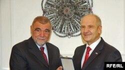 Mesić je u petak boravio na Kosovu, na poziv kosovskog predsednika Fatmira Sejdiua.