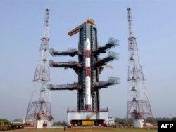 Индийская ракета-носитель PSLV-9, успешно выведшая на орбиту сразу 10 спутников Земли. Апрель 2008 года