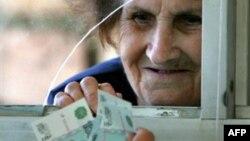 Пересмотреть зарплаты бюджетников и пенсии, поднять их до уровня российских в регионе с многомиллионным населением не так просто, как в случае с маленькой Южной Осетией