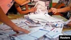Dan Opštih izbora u BiH je 7. oktobar, ali sve glasniji su oni koji kažu da su građani već glasali iako još nisu izašli na izbore