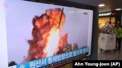 Відео запуску ракети в Північній Кореї, показане по південнокорейському телебаченні, 2 жовтня 2019 року