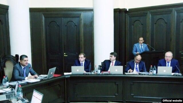 Հայաստան -- Վարչապետ Տիգրան Սարգսյանը (ձախից) նախագահում է Կառավարության նիստը, Երեւան, 20-ը սեպտեմբերի, 2012