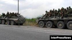 Грузия, август 2008 г. Российские войска на подступах к городу Гори.