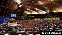 Hemiciclu, sala de şedinţe a APCE de la Strasbourg