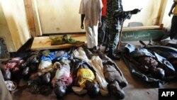 Тела погибших в столкновениях в Банги в ночь на 5 декабря 2013 года