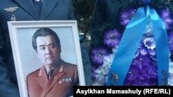 На панихиде по Закашу Камалиденову, бывшему председателю КГБ Казахской СССР, бывшему председателю президиума Верховного Совета Казахской СССР. Алматы, 10 мая 2017 года.
