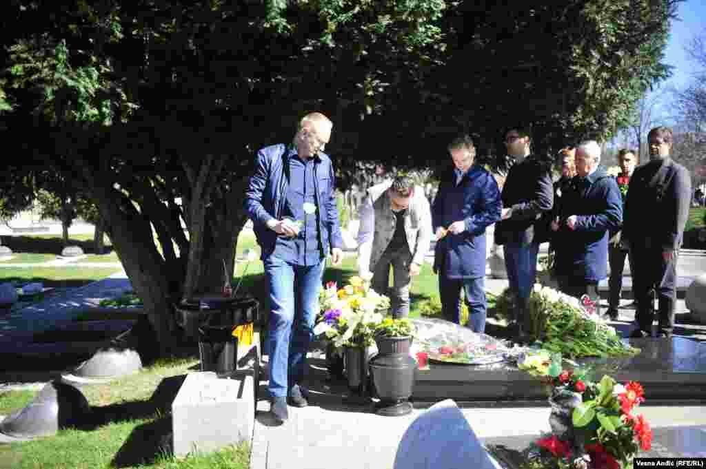 Nakon delegacije Demokratske stranke, venac na grob Zorana Đinđića položio je i lider Stranke slobode i pravde, nekadašnji predsednik DS-a Dragan Đilas.