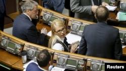 Юлія Тимошенко на сесії Верховної Ради 16 лютого 2016 року, з розпущеною косою