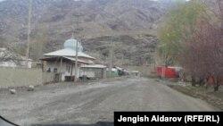 Кыргыз-тажик чек арасындагы Көк-Таш айылы.