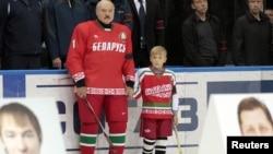 Ілюстрацыйнае фота. Мікалай Лукашэнка з бацькам