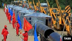 Қазақстан-Қытай газ құбырының құрылысы. Алматыдан 42 шақырым, 9 маусым 2008 жыл. (Көрнекі сурет)