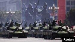Қытайлық танктер әскери парад кезінде. (Көрнекі сурет).