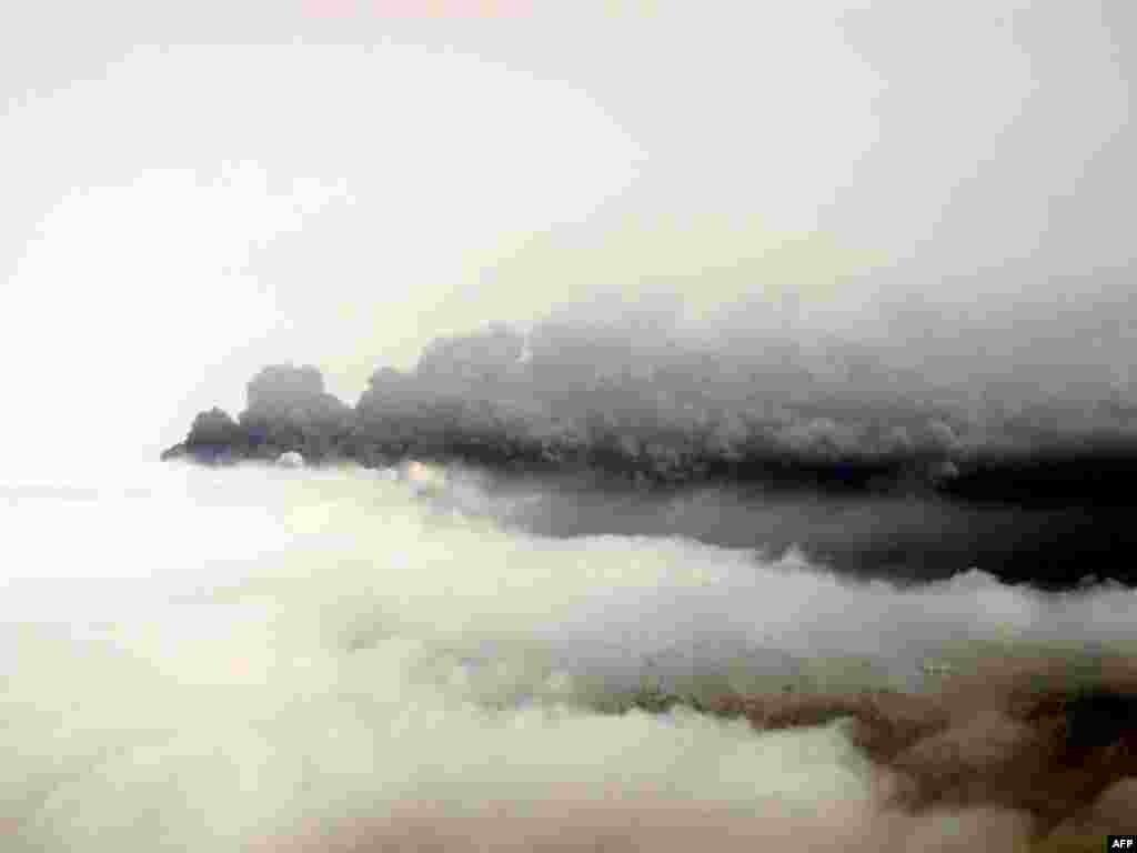 خاکستر ناشی از فوران آتشفشان در ايسلند