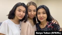 Слева направо: Айгерим Мухамеджанова, Алия Избасарова и Жанбота Алжанова в суде, где рассматривались их апелляции. Нур-Султан, 11 июля 2019 года.