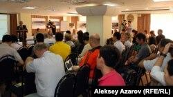 Көкжайлау қорығының болашағы туралы жиынға қатысушылар. Алматы, 9 қыркүйек 2013 жыл