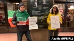 Активистлар Carnegie Hall каршында пикет уздыра