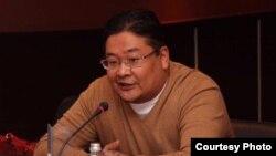 Айдос Сарым, депутат парламента от партии «Нур Отан», возглавляемой бывшим президентом Нурсултаном Назарбаевым