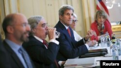 Sekretari amerikan i Shtetit John Kerry takohet me ministrin e Jashtëm iranian Mohammad Javad Zarif