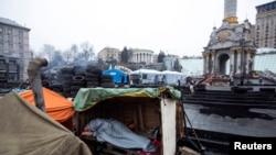 Так выглядел сегодня утром киевский Майдан - центр протестных выступлений на Украине