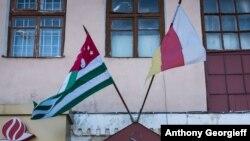 Несмотря на то, что Южную Осетию и Абхазию многое объединяет, существует много отличий