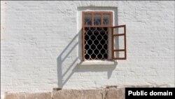 Вот так выглядело основание Успенской церкви до акта вандализма
