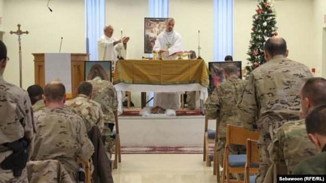 Militari americani la slujba de Crăciun, Kabul, 25 decembrie.