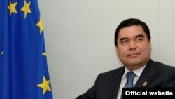 Türkmenistanyň prezidenti Gurbanguly Berdimuhamedow Brýusselde, 2007-nji ýyl.