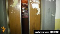 Վերելակ Երևանի շենքերից մեկում, արխիվ