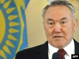 Қазақстан президенті -- Нұрсұлтан Назарбаев.