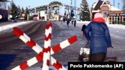 La hotarul Ucrainei cu Rusia, în punctul de trecere Hoptivka