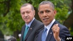 Түркия президенті Режеп Тайып Ердоған мен АҚШ президенті Барак Обама.