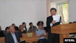Бывший министр охраны окружающей среды Нурлан Искаков дает показания в суде. Астана, 17 августа 2009 года.