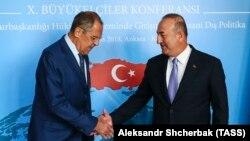 Министр иностранных дел РФ Сергей Лавров (слева) и министр иностранных дел Турции Мевлют Чавушоглу